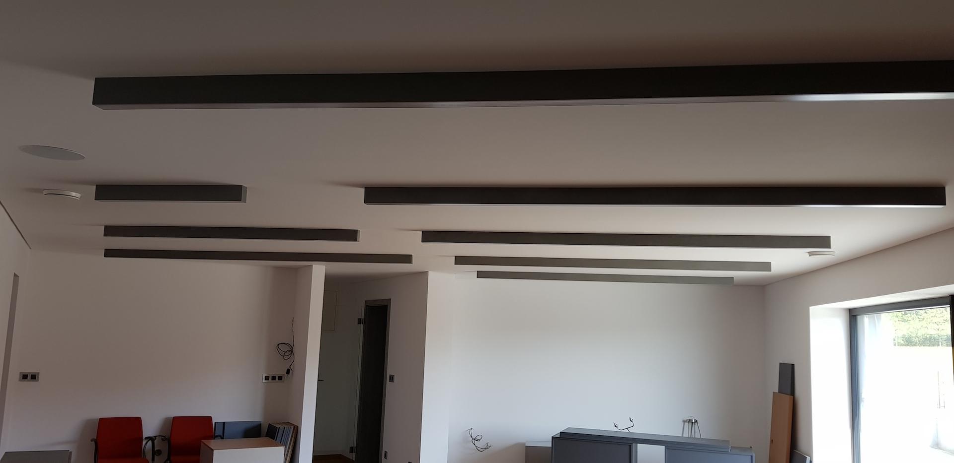 Lineární LED nasvícení kanceláře