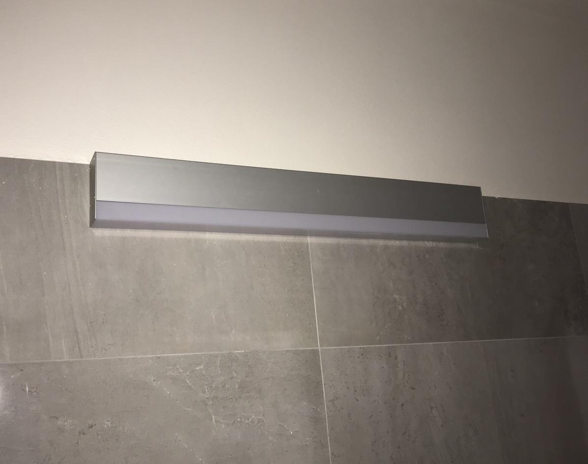 LED linear nad zrcadlo